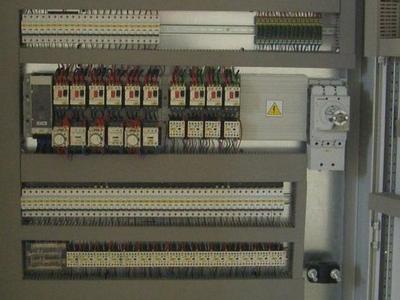 Układ sprężarkowy z regulatorem wydajności 2